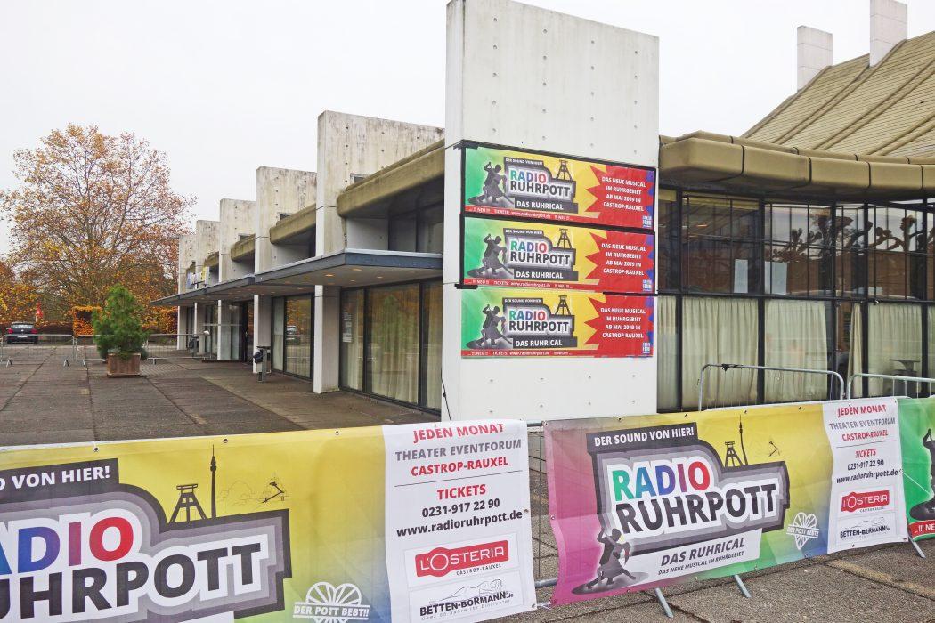 Das Foto zeigt das Eventforum in Castrop Rauxel mit der Werbung von Radio Ruhrpott