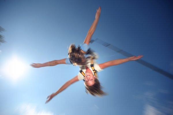 Das Foto zeigt das Bungee Jumping in Duisburg