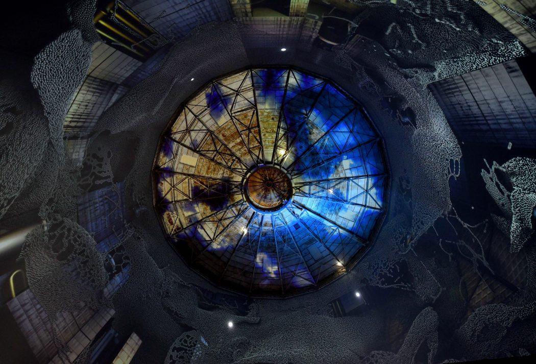 """Das Bild zeigt die Ausstellung """"Die Wundermaschine"""" im Gasometer Wuppertal"""
