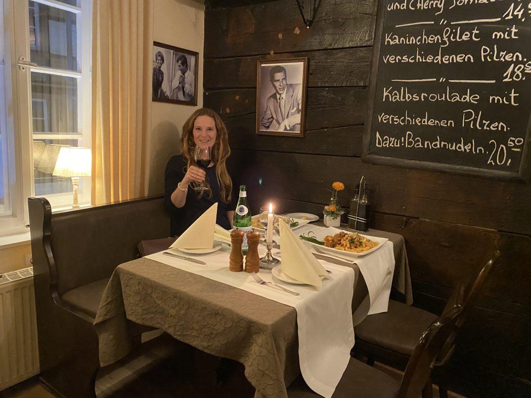 Das Bild zeigt Rebecca im Restaurant Baenksken