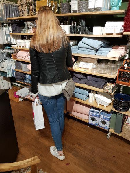 Das Bild zeigt Alex beim Shoppen in Essen Rüttenscheid