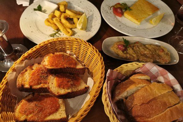 Das Bild zeigt Speisen im Restaurant Pikilia in Bottrop