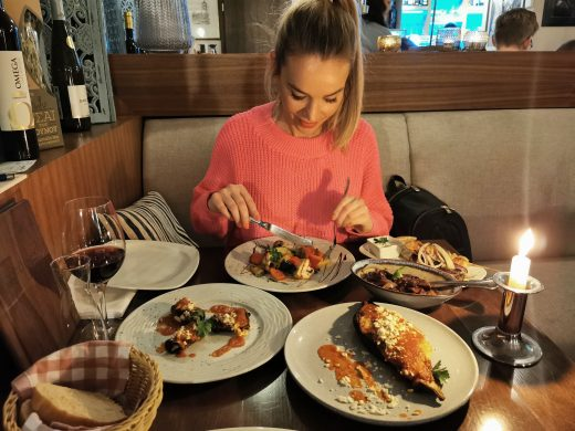 Das Bild zeigt Sandra im Restaurant Pikilia in Bottrop