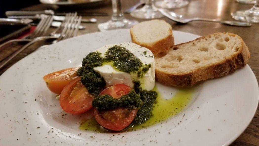 """Das Foto zeigt den """"Gruß aus der Küche"""" beim Menue-Karussell in der Aubergine in Bochum"""