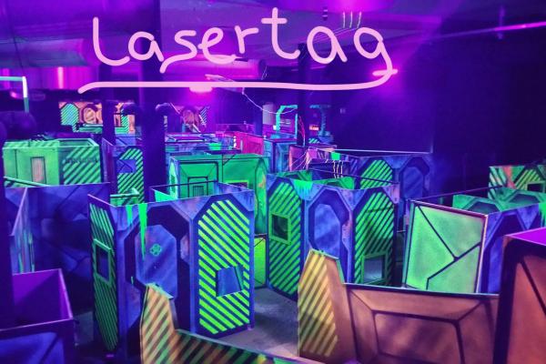 Das Bild zeigt die Arena in der Laserzone Essen
