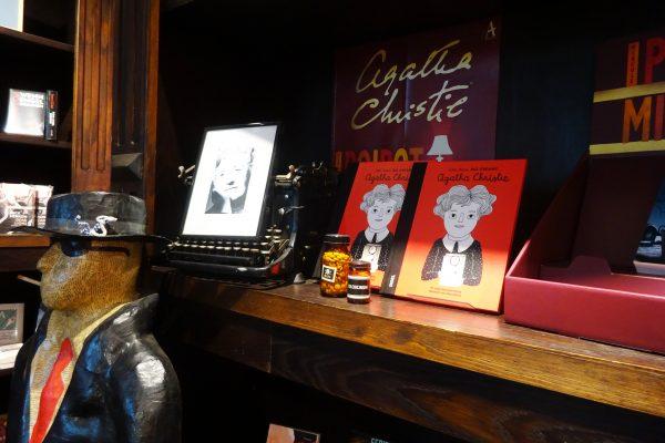 Das Bild zeigt Bücher in der Buchhandlung Alex liest Aghatha