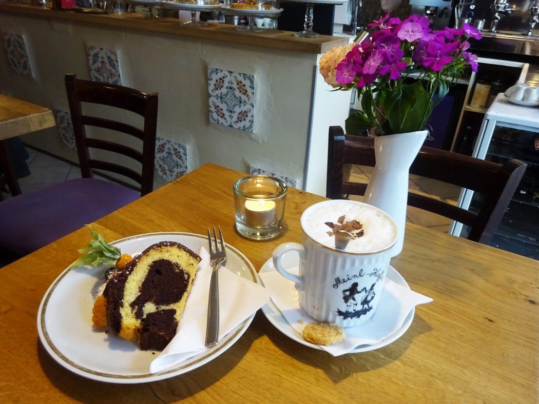 Das Bild zeigt Kuchen im Café Glanzstück