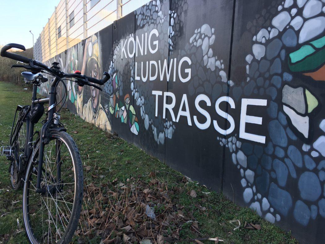Das Foto zeigt ein Fahrrad auf der König-Ludwig-Trasse