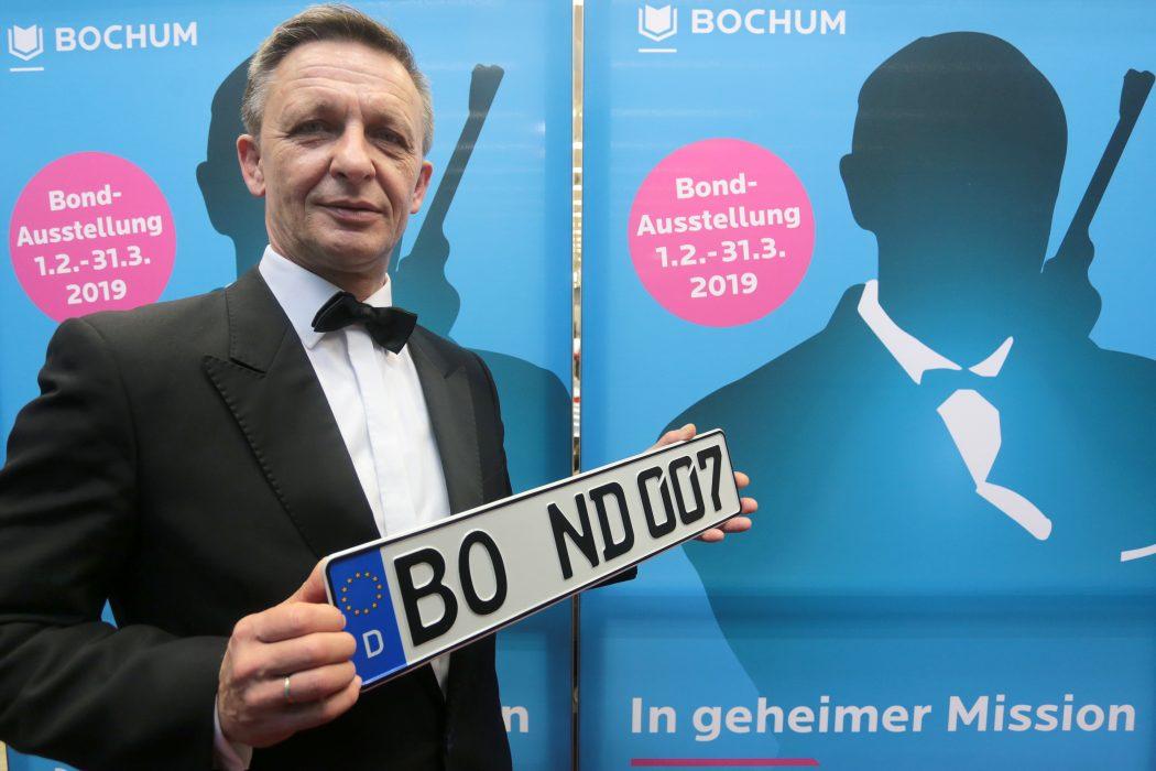 Das Foto zeigt ein James Bond Double der Ausstellung, die 2019 in Bochum zu sehen war