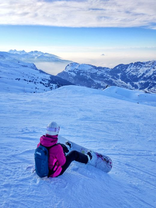 Das Foto zeigt Laura im Skiurlaub in den französischen Alpen