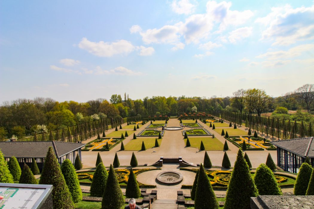 Das Bild zeigt den Klostergarten des Kloster Kamps