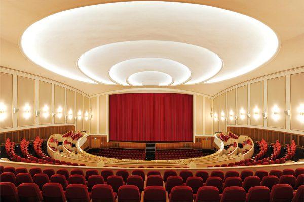 Das Foto zeigt den Kinosaal der Lichtburg Essen