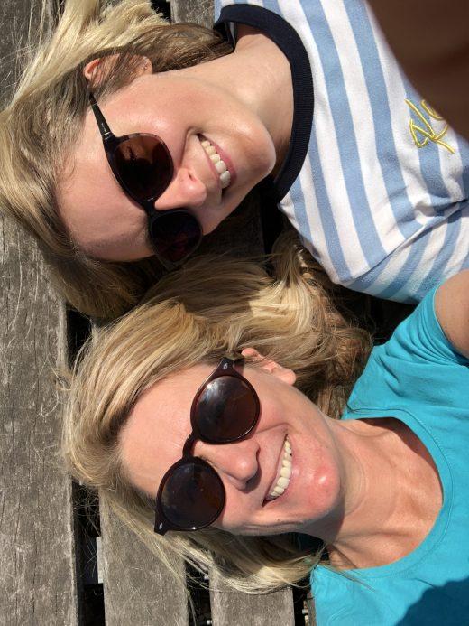 Das Bild zeigt Heike und Katalina auf dem Tippelsberg