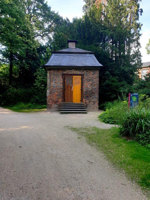Das Bild zeigt das Tabakhäuschen im Hertener Schlosspark