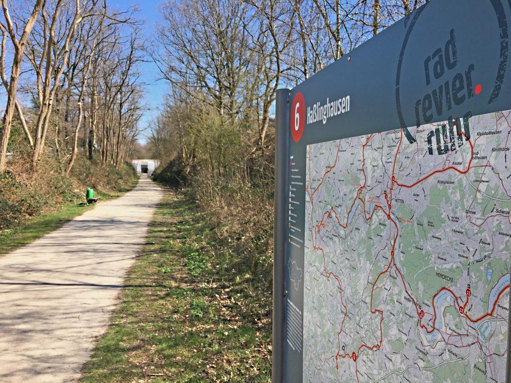 Das Foto zeigt die Kohlenbahn, eine Bahntrasse im Ruhrgebiet
