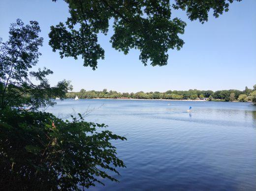 Das Bild zeigt Laura an der Sechs-Seen-Platte in Duisburg