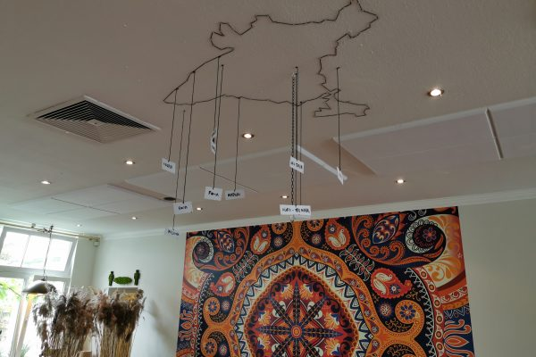 Das Foto zeigt ein Deckenkunstwerk im Maharani in Hamm