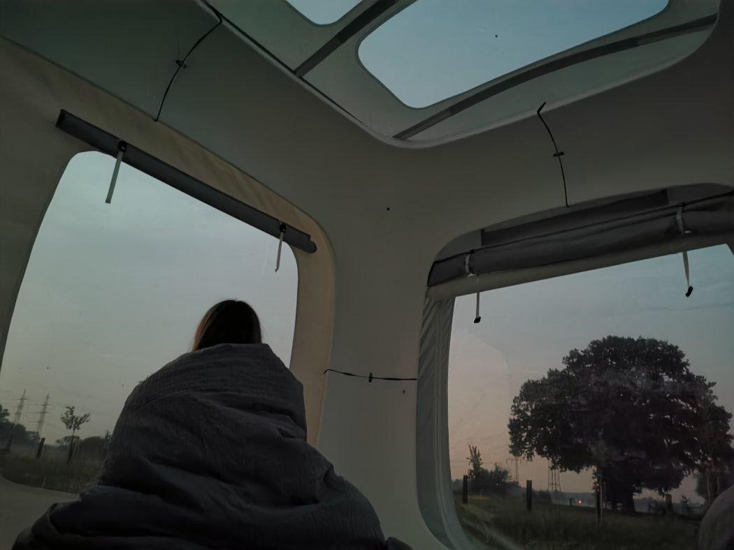 Das Foto zeigt Sandra beim Sonnenuntergang im Sleeperoo in Hamm