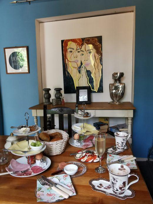 Das Foto zeigt das Frühstück im Vintage Wohnhaus in Hamm
