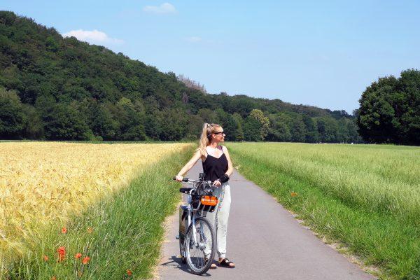 Das Foto zeigt Sandra auf dem RuhrtalRadweg in Mülheim an der Ruhr