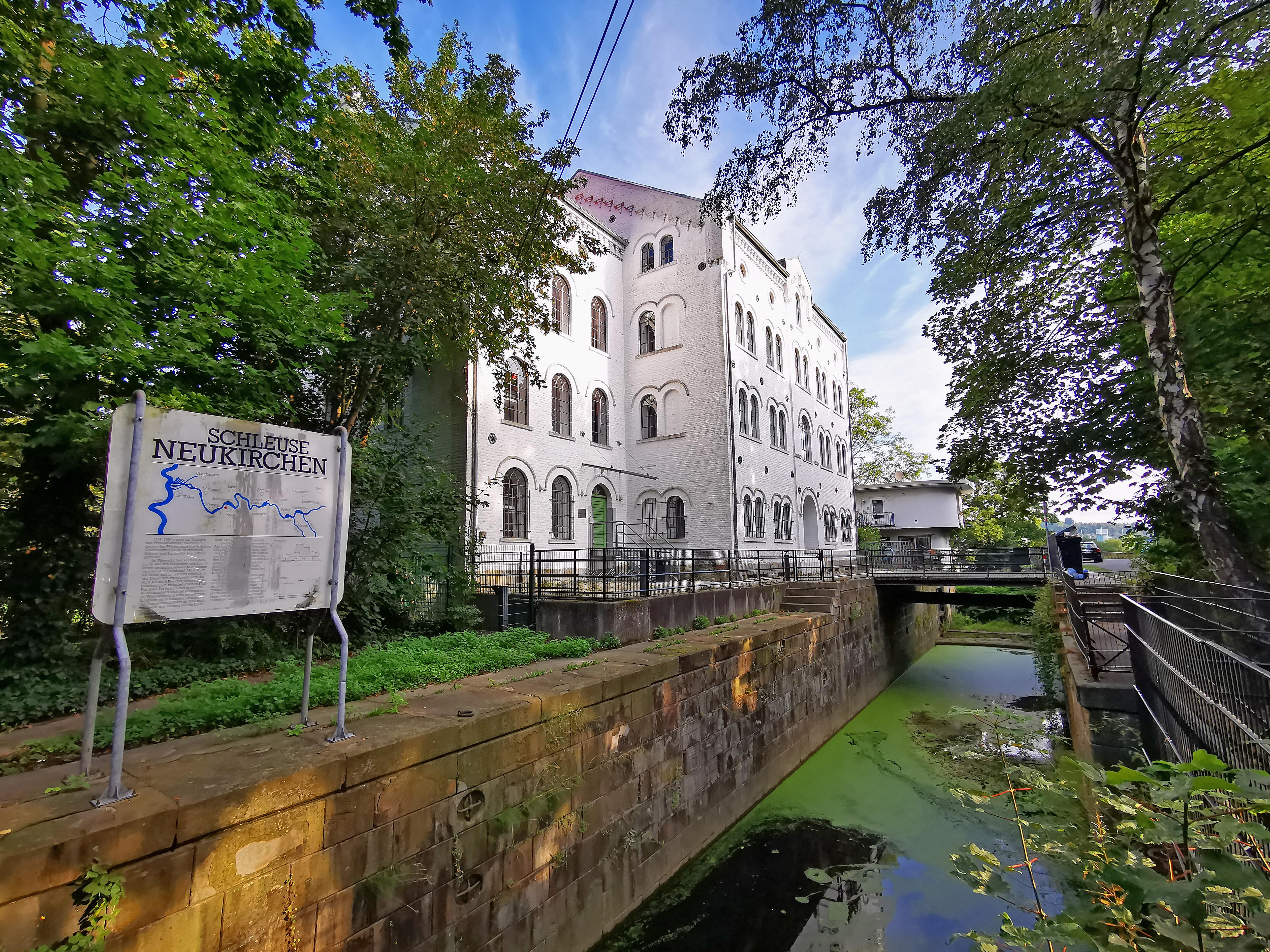 Das Bild zeigt die Schleuse Neukirchen in Essen-Werden