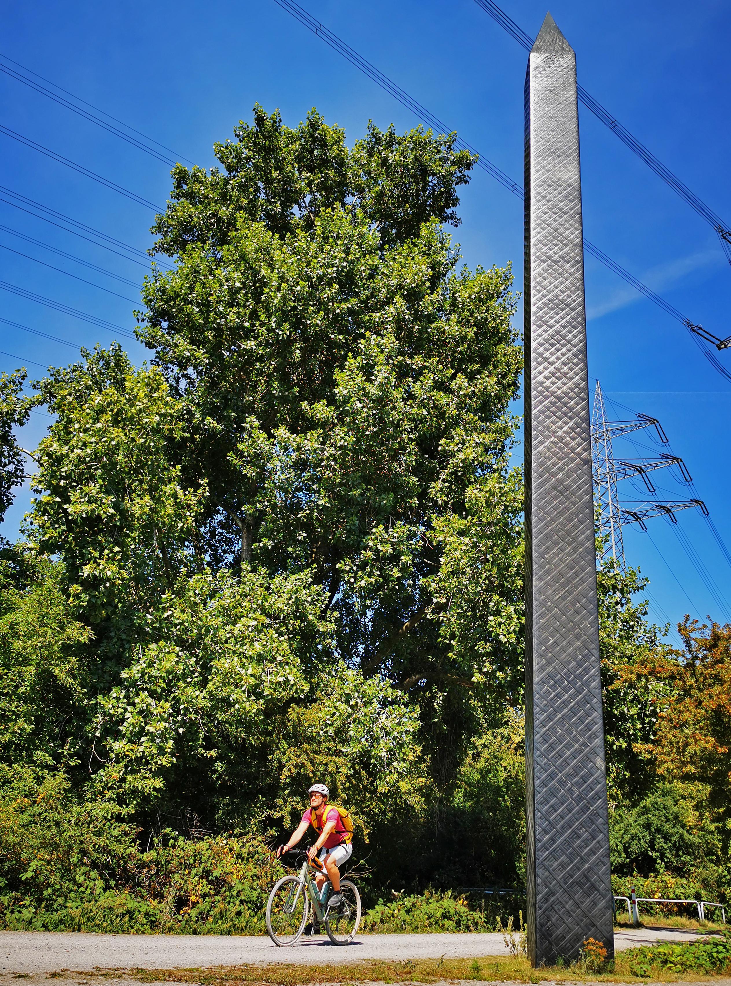 Das Bild zeigt den Carbon-Obelisk im Nordsternpark Gelsenkirchen