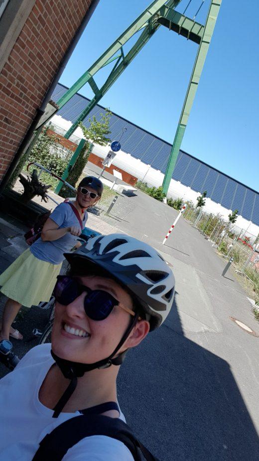 Das Foto zeigt Johanna und Annika am Kreativ.Quatier Lohberg in Dinslaken