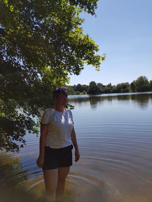 Das Foto zeigt Johanna im Rotbachsee in Dinslaken