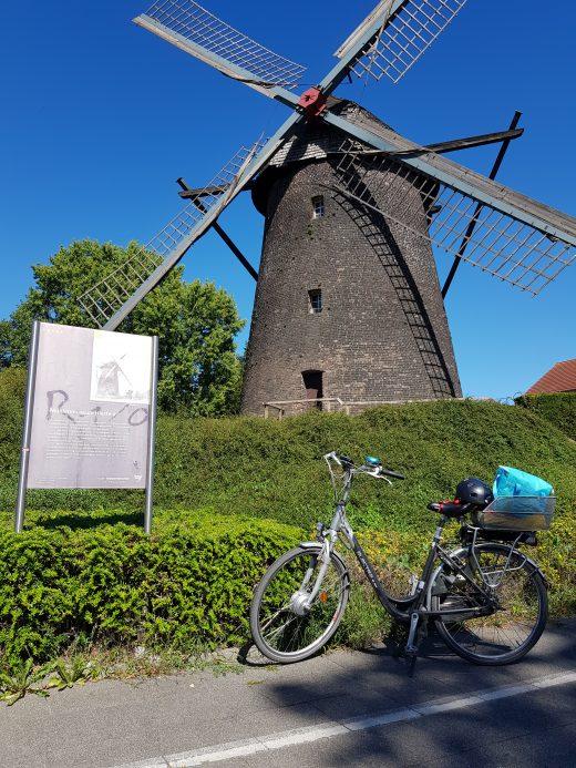 Das Foto die Windmühle in Dinslaken Hiesfeld