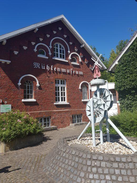 Das Foto zeigt das Mühlenmuseum in Dinslaken Hiesfeld