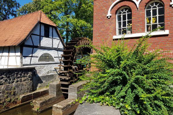 Das Foto zeigt die Wassermühle des Mühlenmuseums in Dinslaken Hiesfeld
