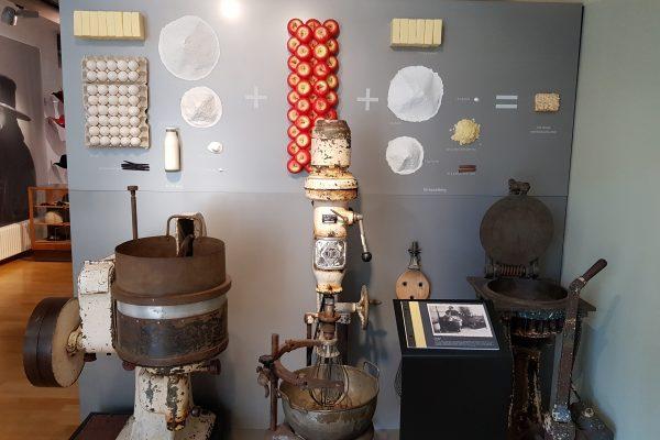 Das Foto zeigt einen Teil der Ausstellung im Museum Voswinckelshof in Dinslaken