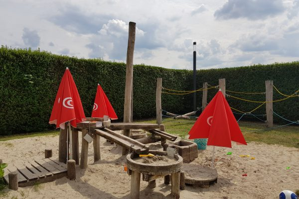 Das Foto zeigt den Spielplatz am Das Foto zeigt den Bauerngarten am Hof Emschermündung in Dinslaken