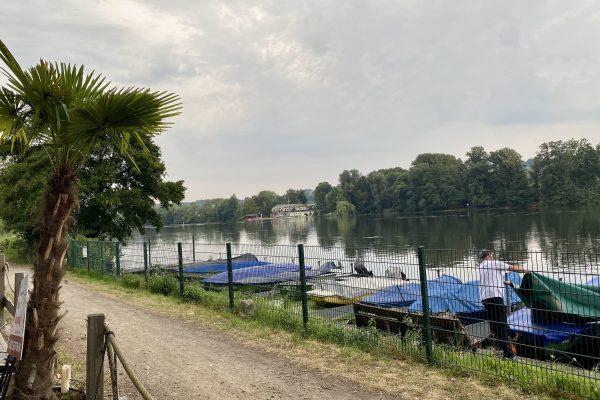 Das Foto zeigt den Ausblick von der See Bar auf den Baldeneysee in Essen