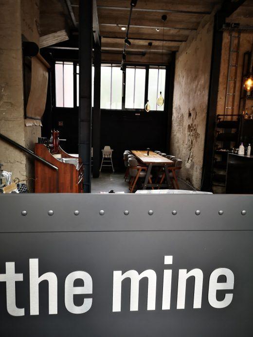 Das Bild zeigt ein Restaurant von Innen