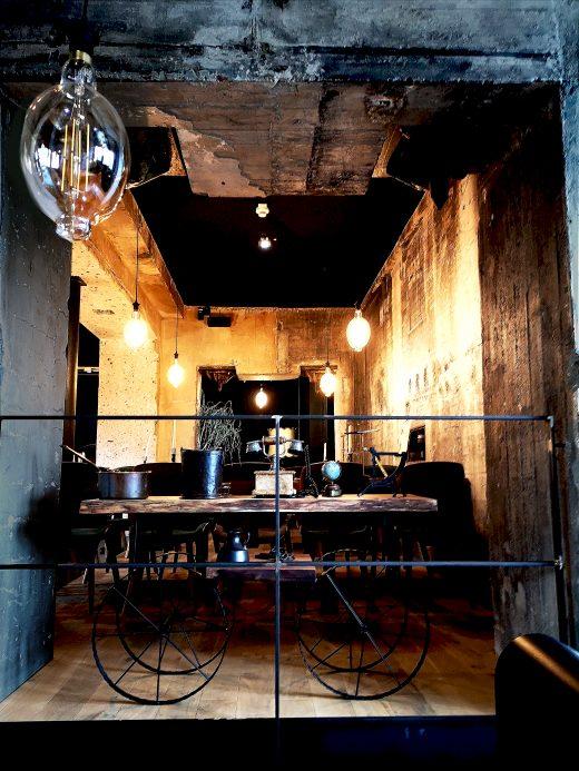 Das Bild zeigt den Innenraum eines Restaurants