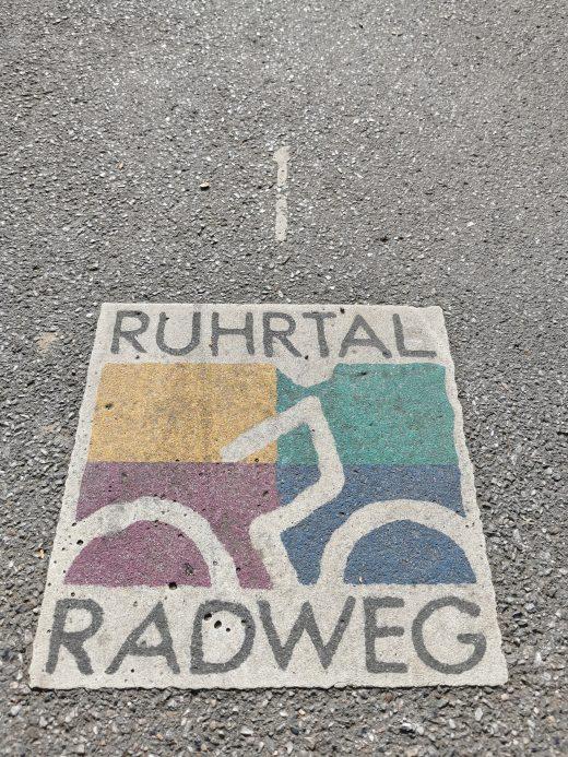 Das Foto zeigt das RuhrtalRadweg Logo