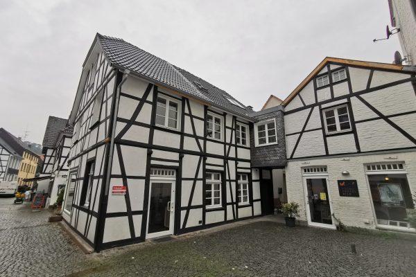 Das Foto zeigt Fachwerkhäuser in der Altstadt von Essen-Werden