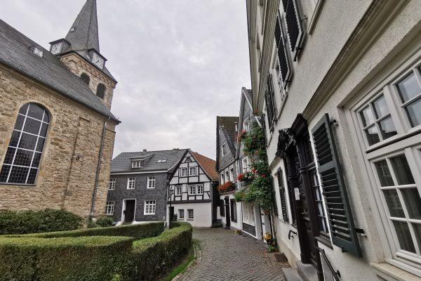 Das Foto zeigt den Kirchplatz in Essen-Kettwig