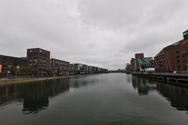 Das Foto zeigt den Innenhafen Duisburg