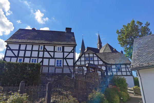 Das Foto zeigt Fachwerkhäuser in Olsberg