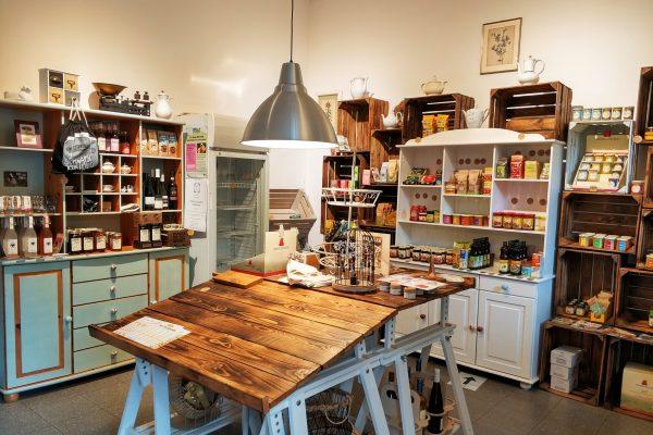 Das Foto zeigt den Ladenbereich von Frau Ella in Rheinberg