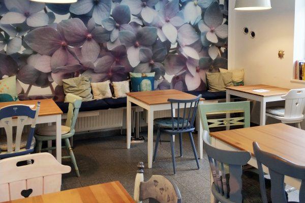 Das Foto zeigt den Cafébereich im Frau Ella in Rheinberg