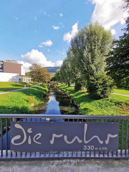 Das Foto zeigt die Ruhr in Olsberg