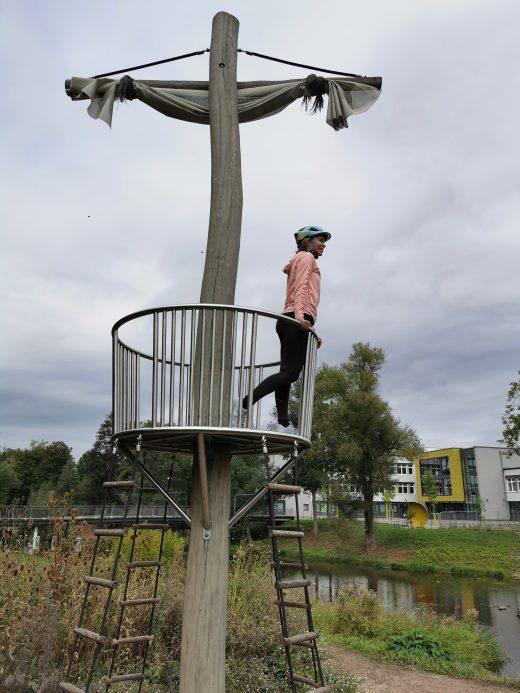 Das Foto zeigt Sandra als Fahrradpiratin in Arnsberg