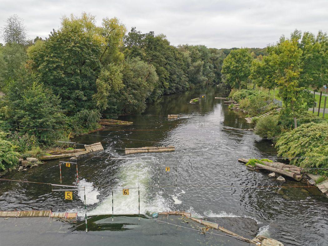 Das Foto zeigt Kanu auf der Ruhr in Arnsberg