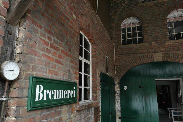 Das Foto zeigt den Eingang zur Brennerei Bimberg in Iserlohn