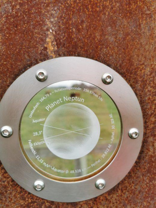 Das Foto zeigt eines von 11 Planetenmodellen des Planetenwegs auf dem RuhrtalRadweg in Schwerte