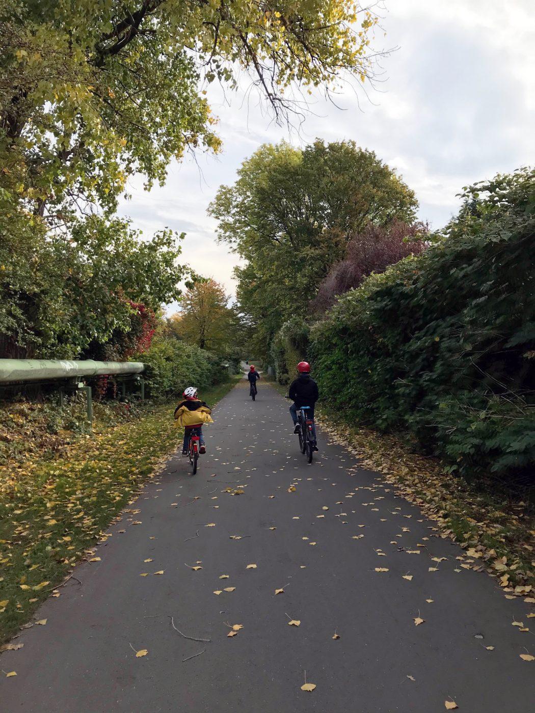 Das Foto zeigt radfahrende Kinder auf dem Nordsternweg