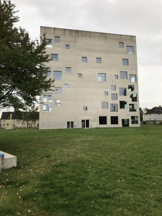 Das Foto zeigt das schmucke Sanaa-Gebäude der Folkwang Universität der Künste